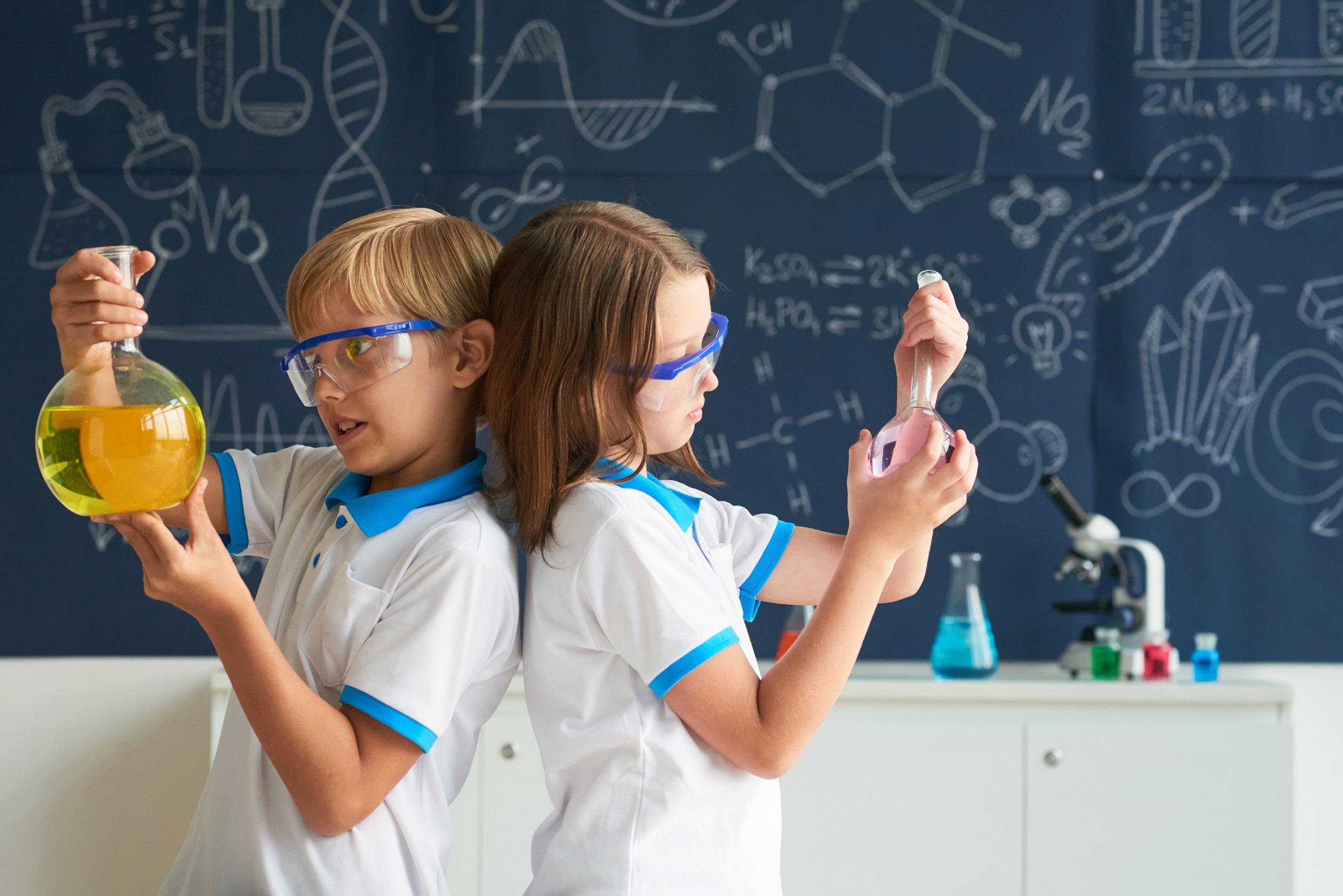 Top 4 esperimenti per bambini da fare in casa e scoprire insieme la natura UL95